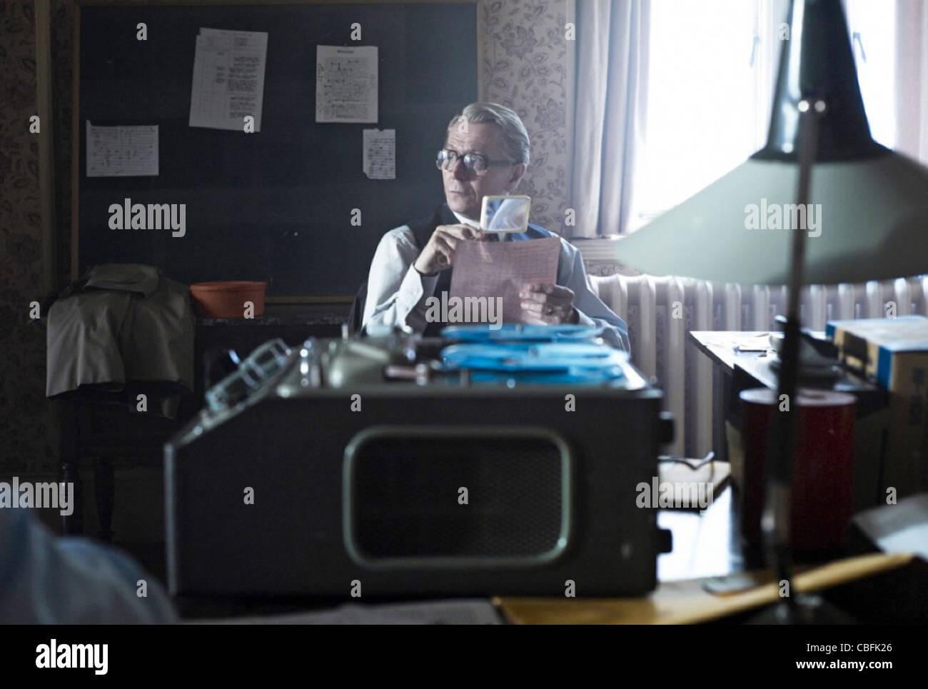 TINKER, Tailer,soldado,SPY 2011 Focus Features película con Gary Oldman Foto de stock