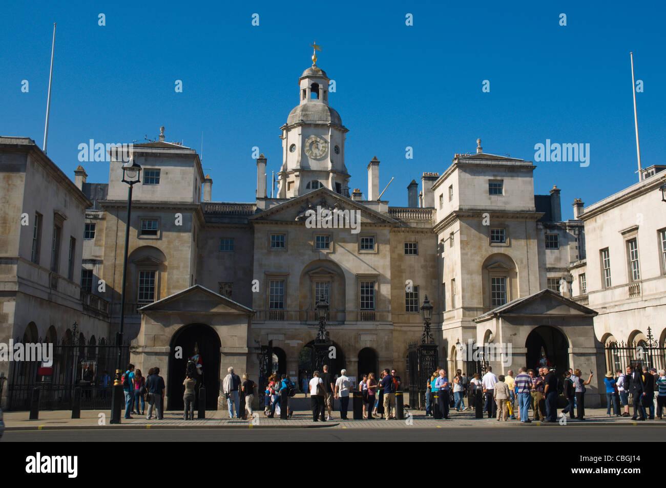 Los guardias a caballo desfile exterior Whitehall Street Westminster Londres England Reino Unido Europa Imagen De Stock