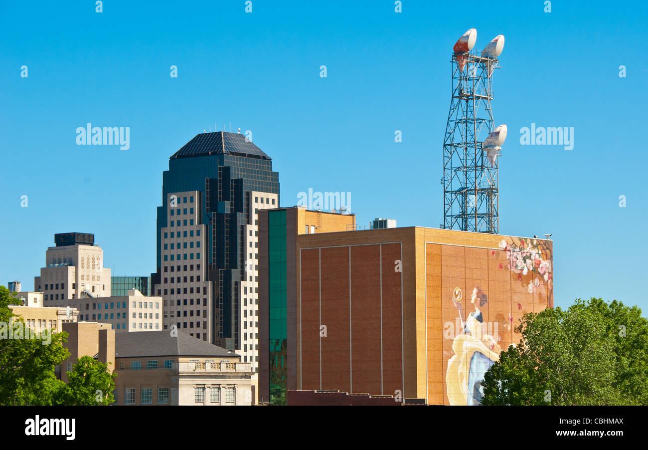 """""""Una vez en un milenio Luna' mural cubre dos lados del edificio de AT&T, Shreveport, Louisiana, EE.UU. Imagen De Stock"""