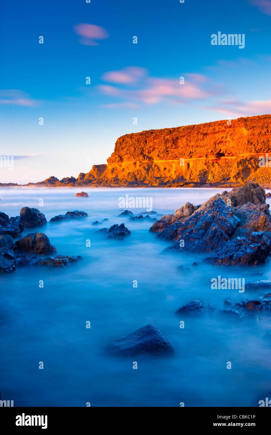 Luz del atardecer en la playa vacía Fuerteventura, Islas Canarias Imagen De Stock