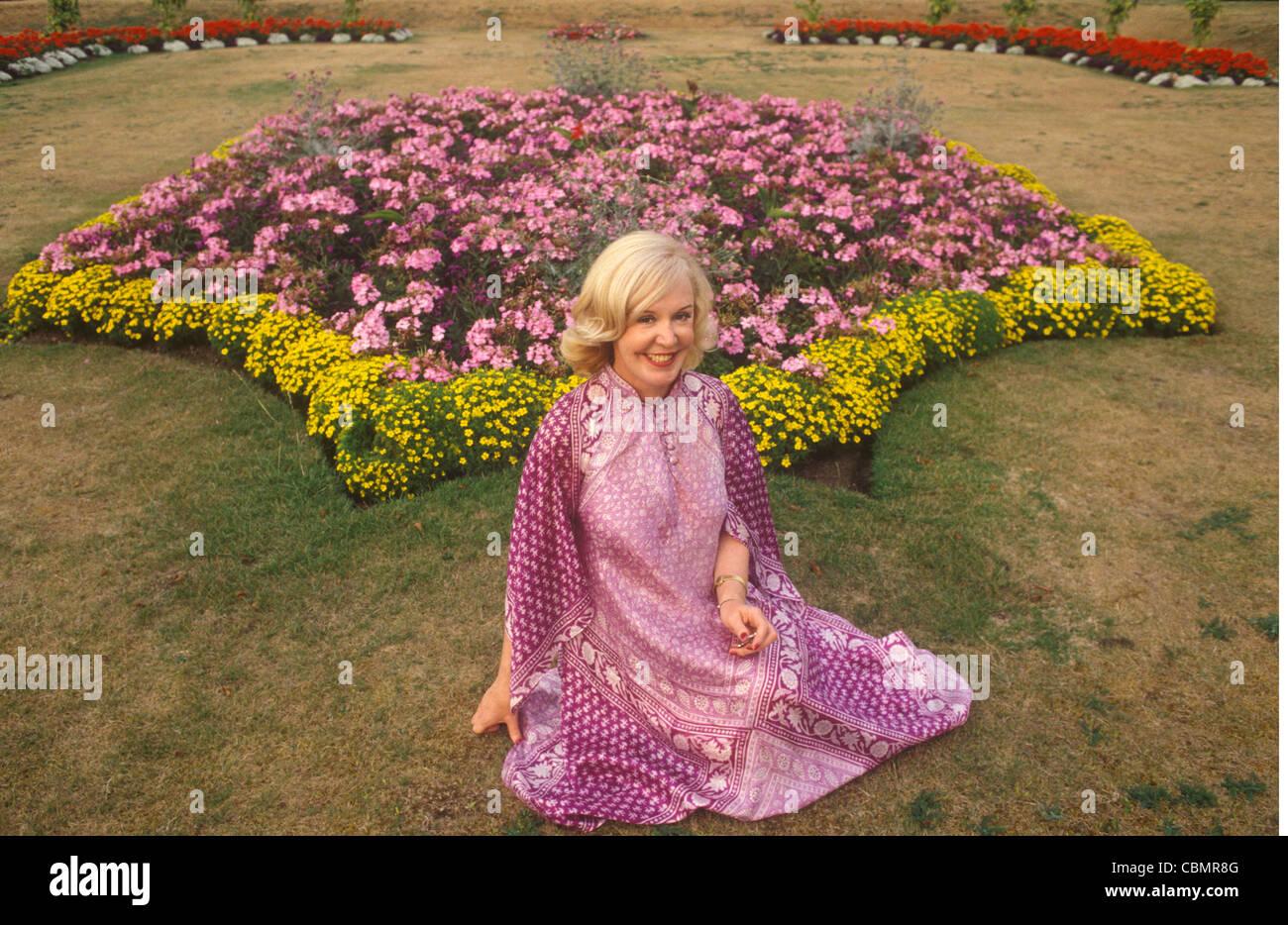 Kathy Kirby 'Volver' tour Cardiff Gales circa 1985. HOMER SYKES ARCHIVE Imagen De Stock