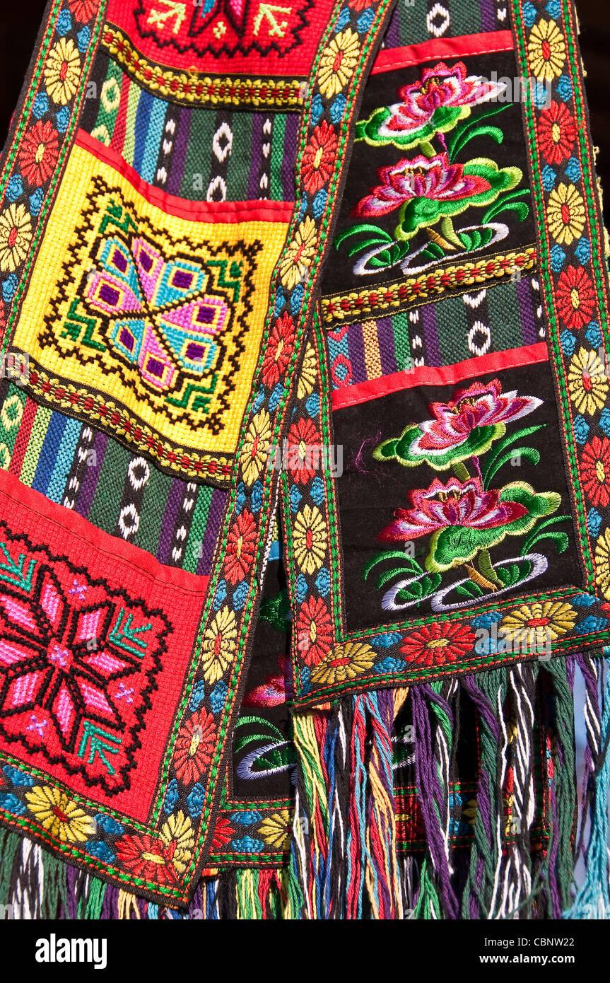 Las minorías chinas bordado artesanal - Longji cerca de Guilin, Guangxi, China Imagen De Stock