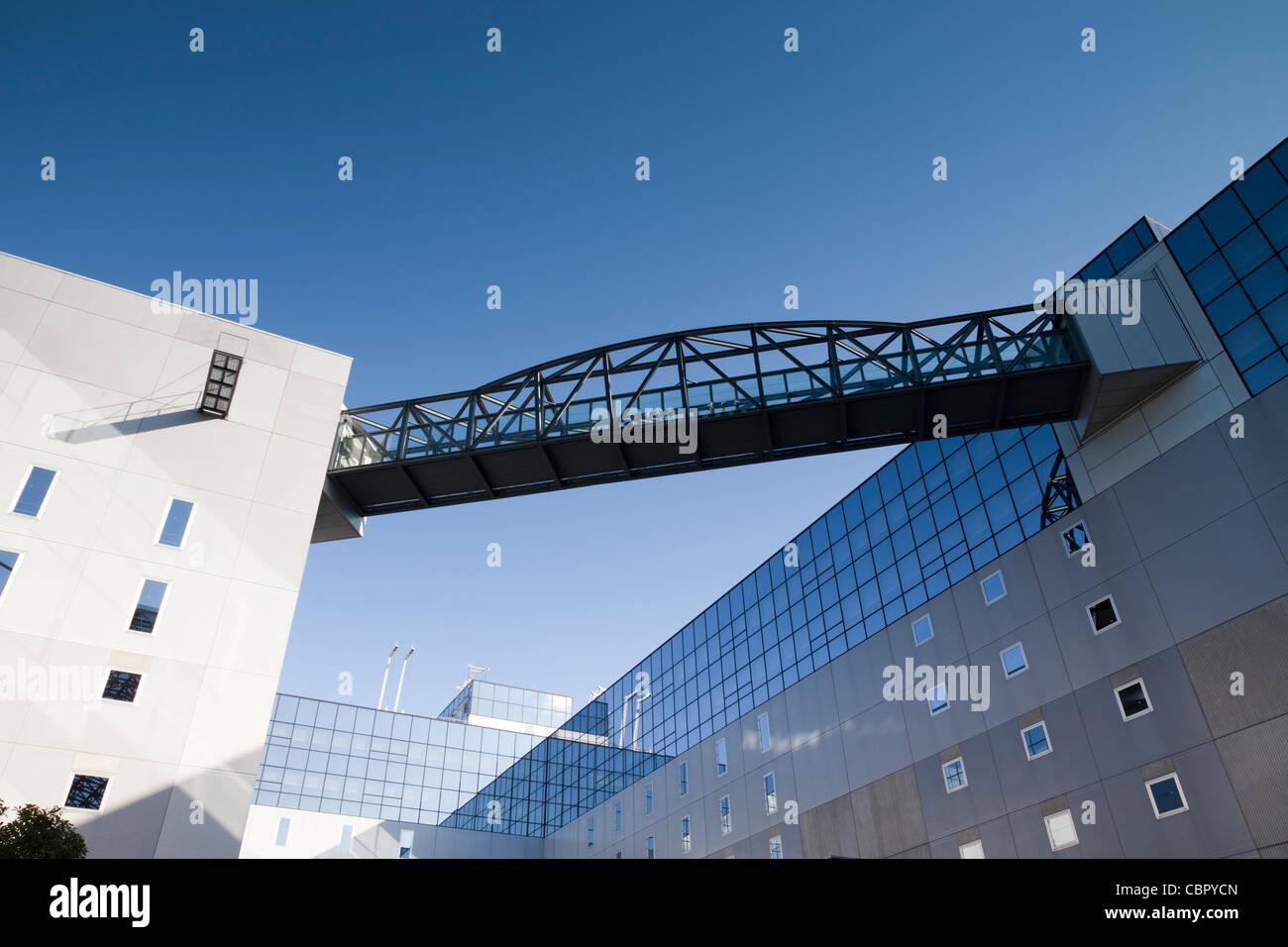 La arquitectura moderna en la estación de tren de Kioto, Japón. Imagen De Stock