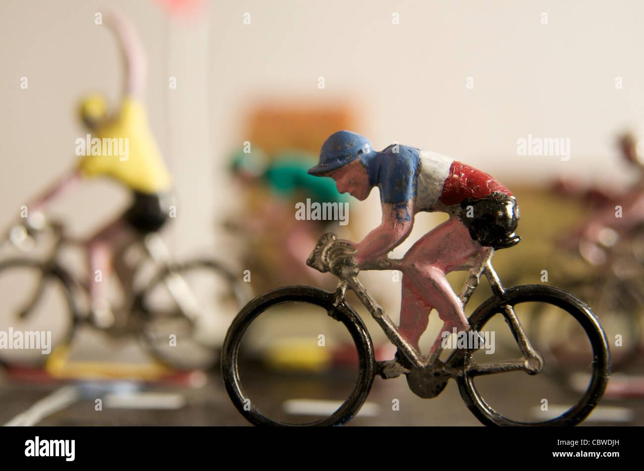 Los ciclistas, figurillas - ganador concepto Imagen De Stock