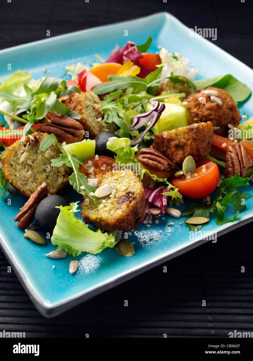 Ensalada de falafel Foto de stock