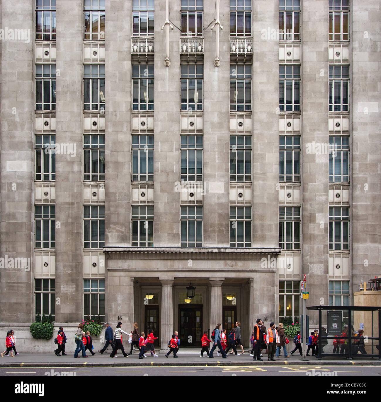 Escuela de viaje a la ciudad de Londres. Imagen De Stock