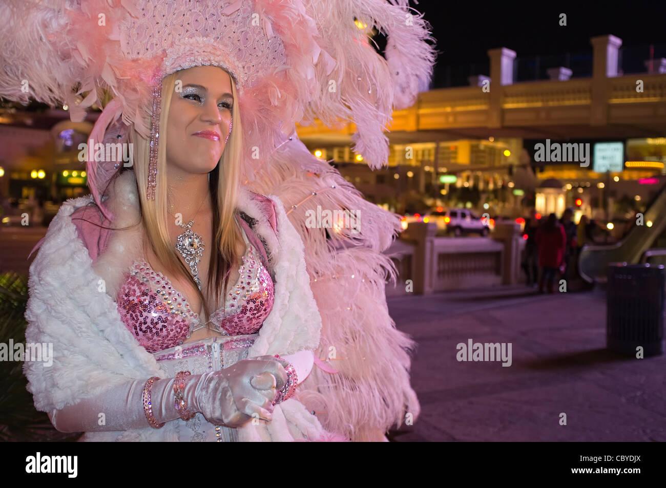 Vegas Showgirl Imágenes De Stock & Vegas Showgirl Fotos De Stock - Alamy