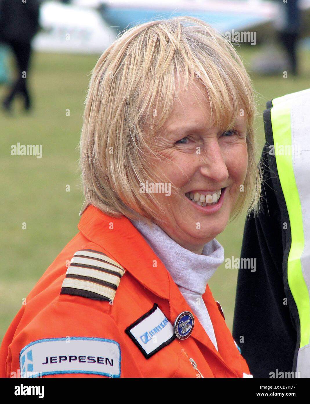 Polly Vacher en una asociación de vuelo Popular Rally en el aeropuerto de Kemble, Gloucestershire, Inglaterra. Imagen De Stock