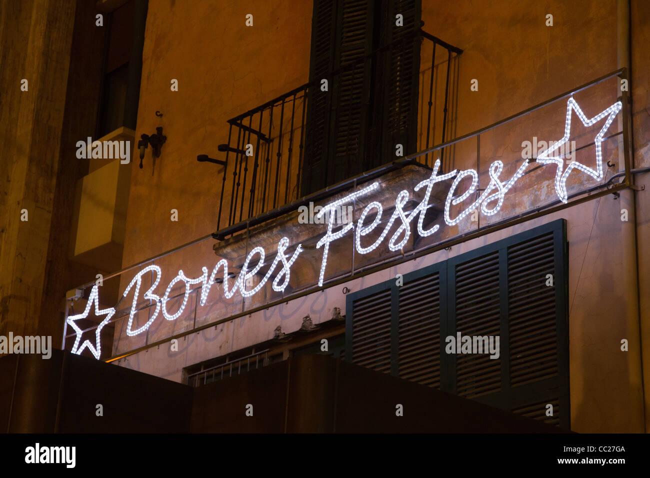 Decoraciones de Navidad Felices fiestas luces luminosas en calle España Europa Imagen De Stock