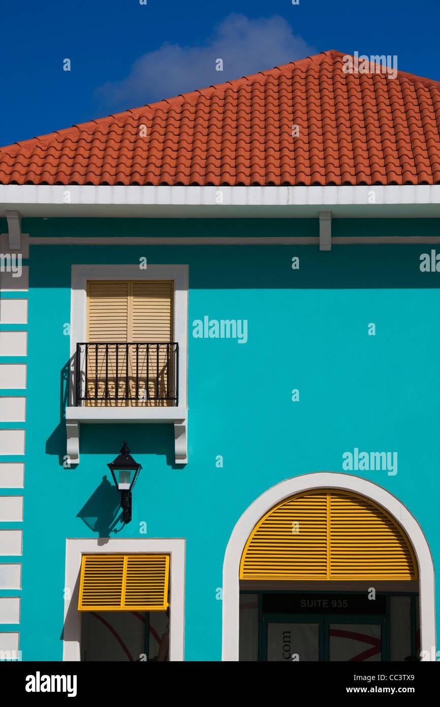 Puerto Rico, Costa Norte, Barceloneta, Prime Outlet Mall, edificio detalle Imagen De Stock