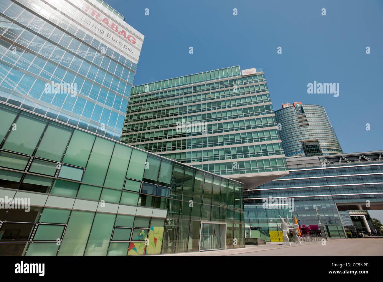 Österreich, Wien 22, Donaucity, Gate Durchgang Hochhäuser und Tech Imagen De Stock