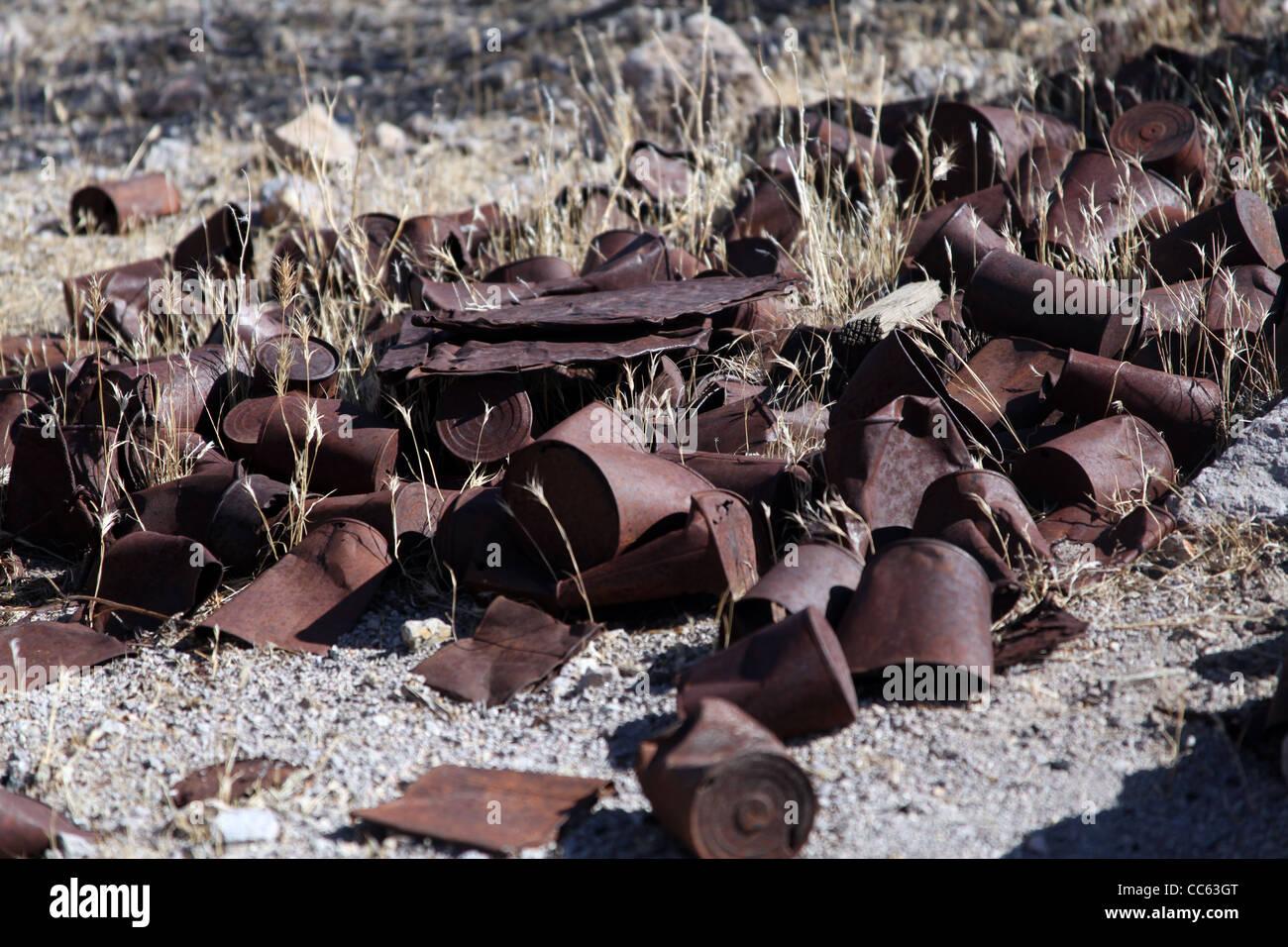 Latas oxidadas en La riolita, Nevada Foto de stock