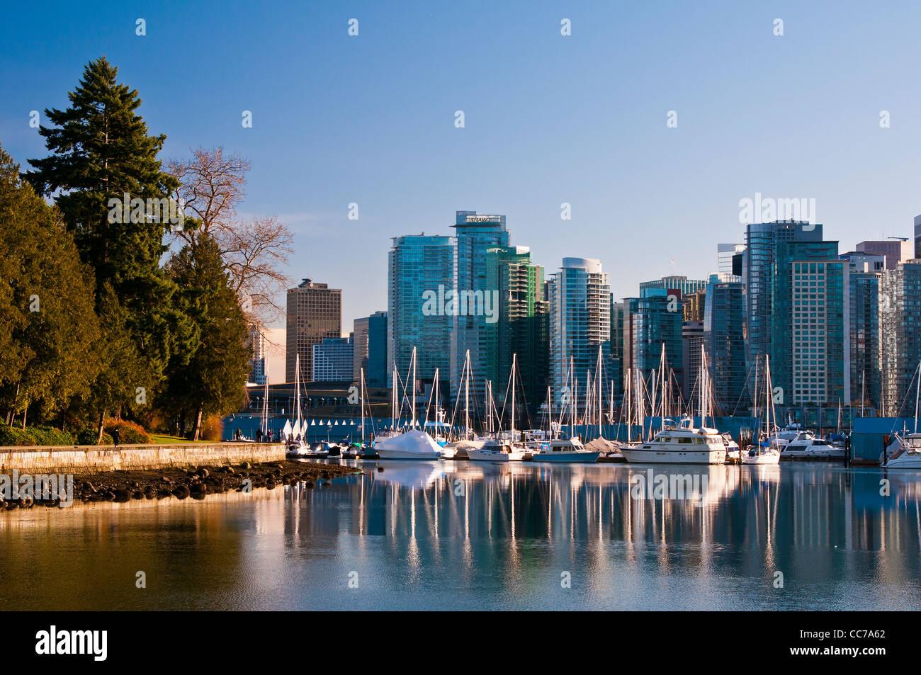 Vista panorámica sobre el centro de la ciudad y del Puerto Deportivo, de Vancouver, British Columbia, Canadá Imagen De Stock