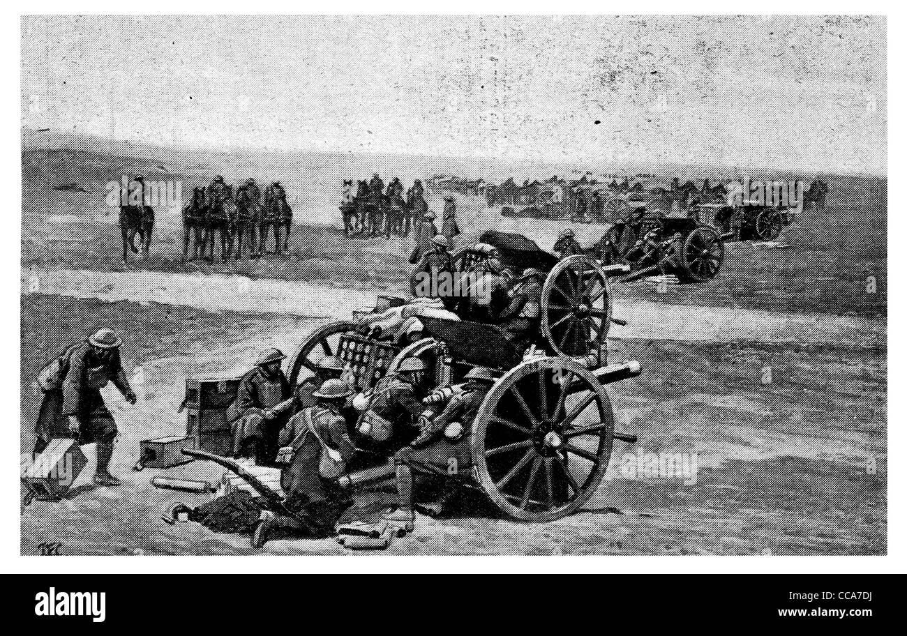 1918 British Royal de Artillería de Campo alemán espera avanzar canal inglés artilleros batería artillero disparando fuego brigada obús shell Foto de stock