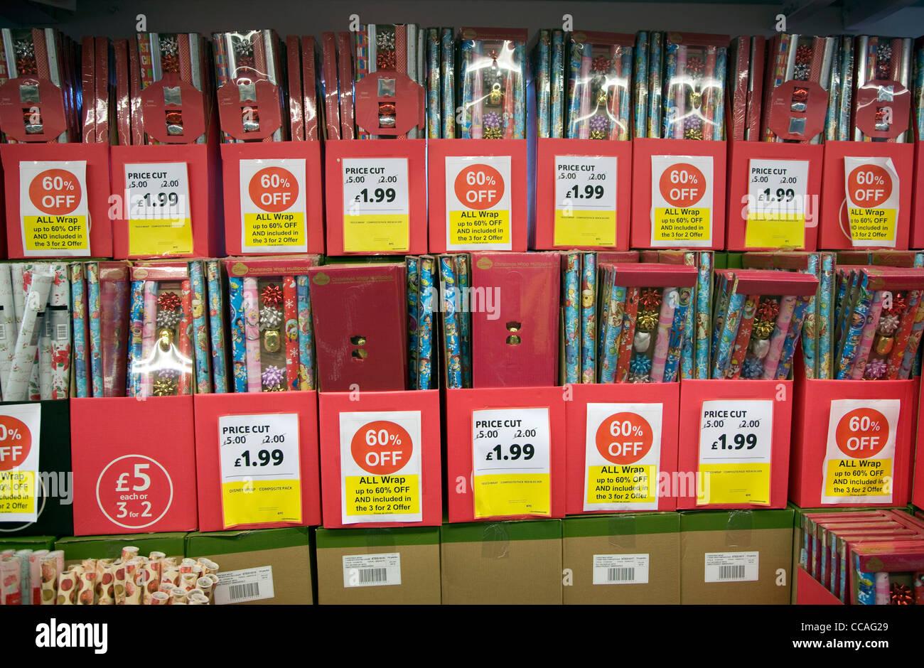 Reducción del precio del papel de regalo de Navidad Imagen De Stock