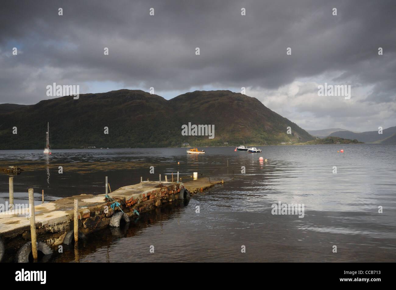 En vista de la Bahía de Airds Loch Etive mirando a través de la montaña Na Maoilean, Argyll and Bute, Escocia Foto de stock