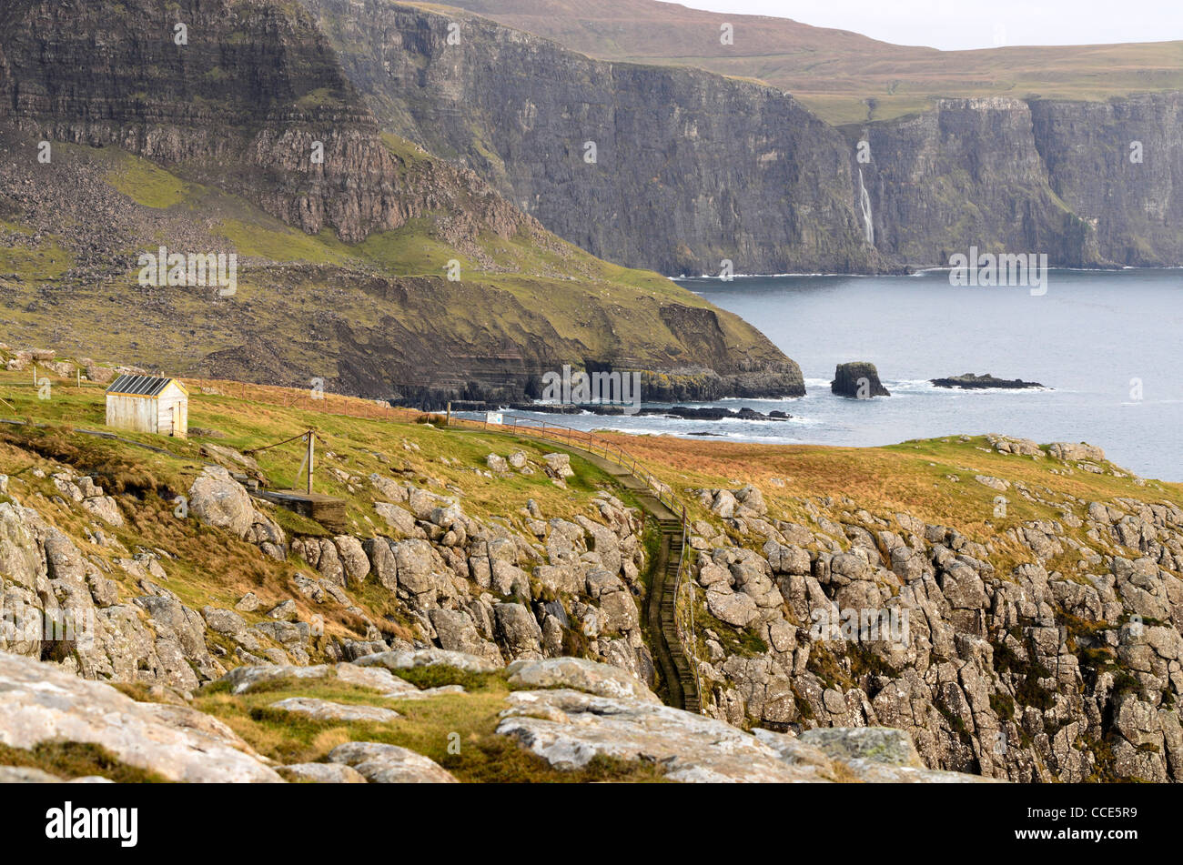 Vistas de la bahía desde Moonen Neist Point en la Isla de Skye Escocia Foto de stock