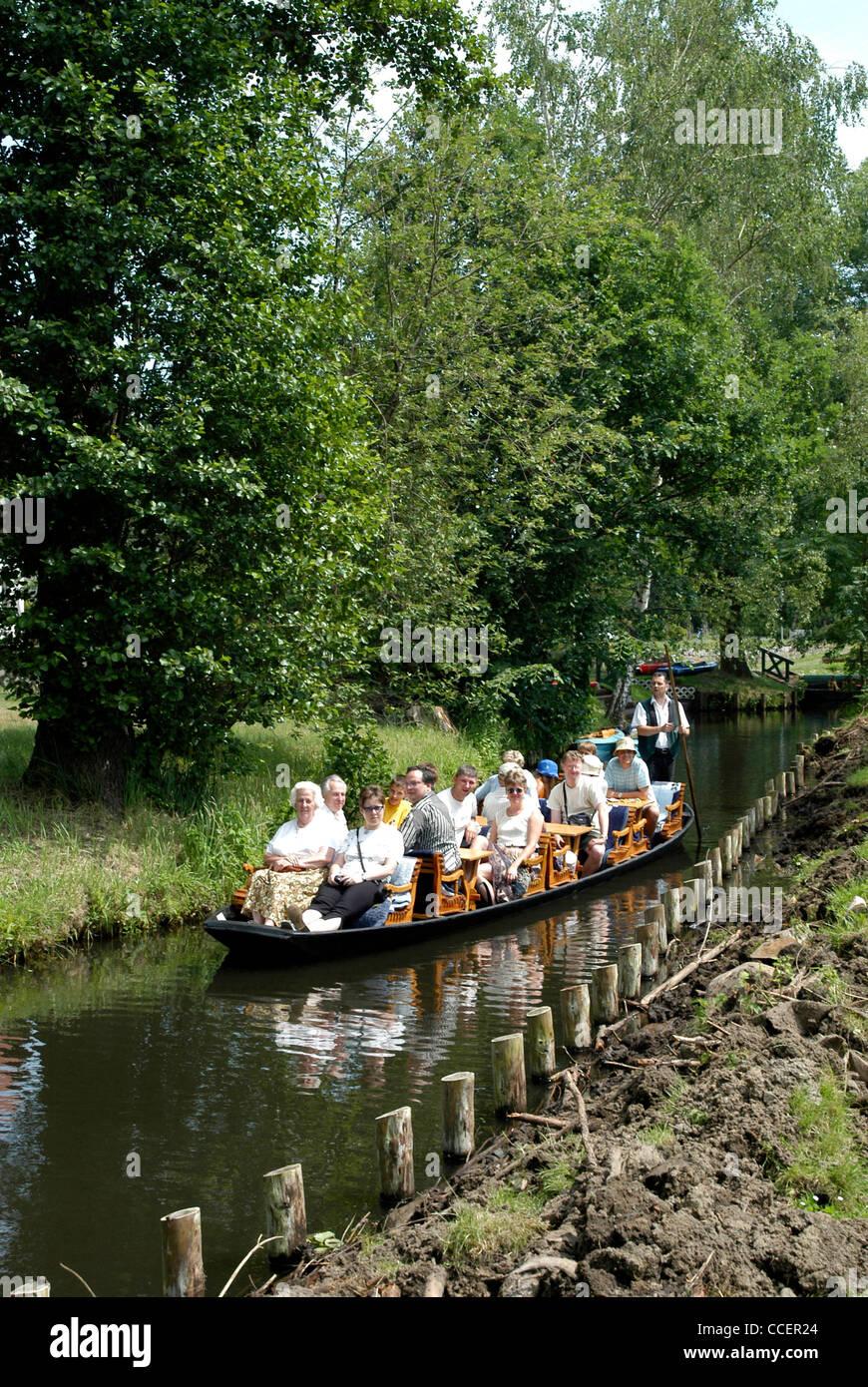 Viaje en barco en el Spreewald cerca Luebbenau. Foto de stock
