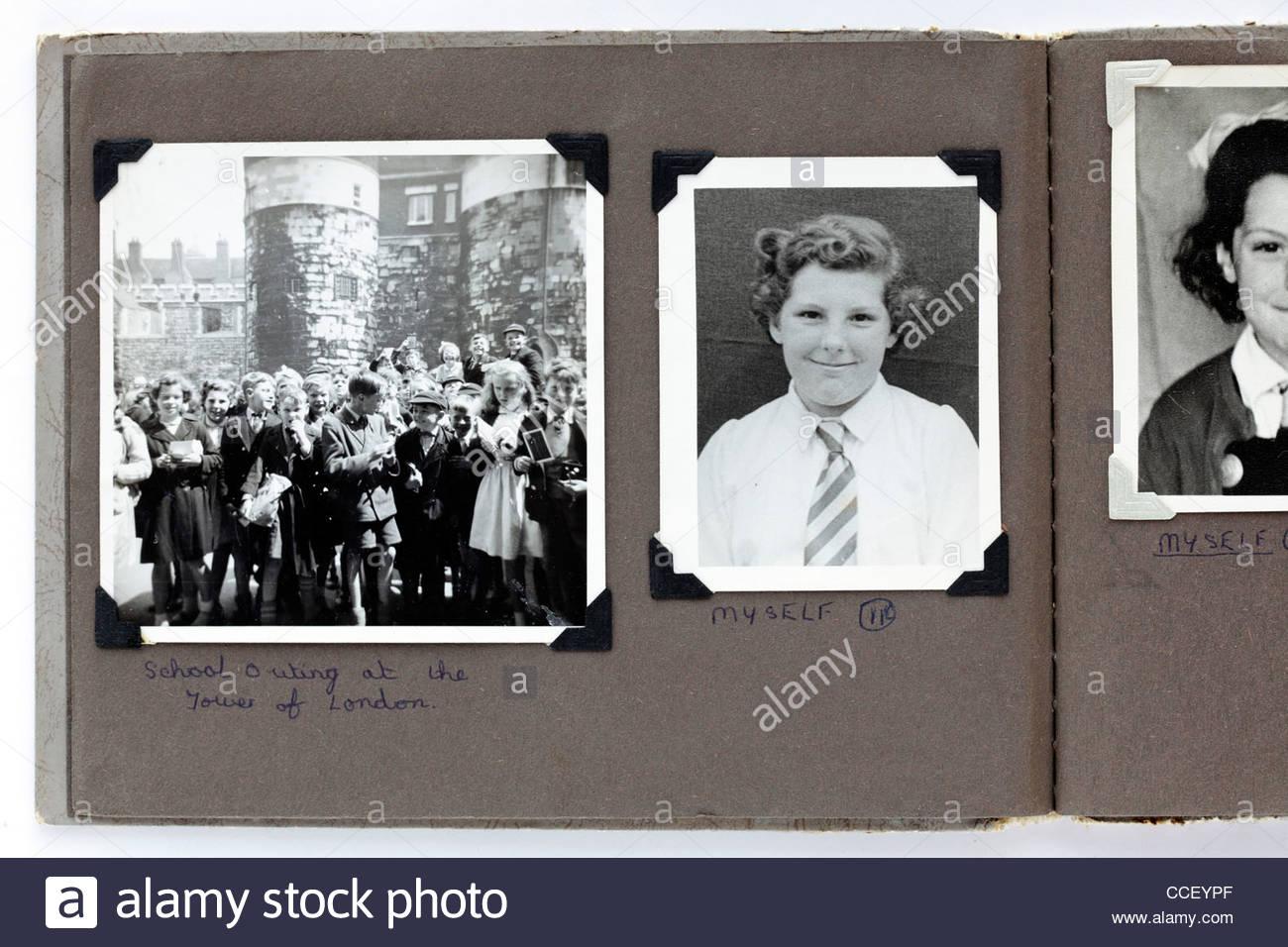 Viaje escolar a la Torre de Londres 1950 Imagen De Stock