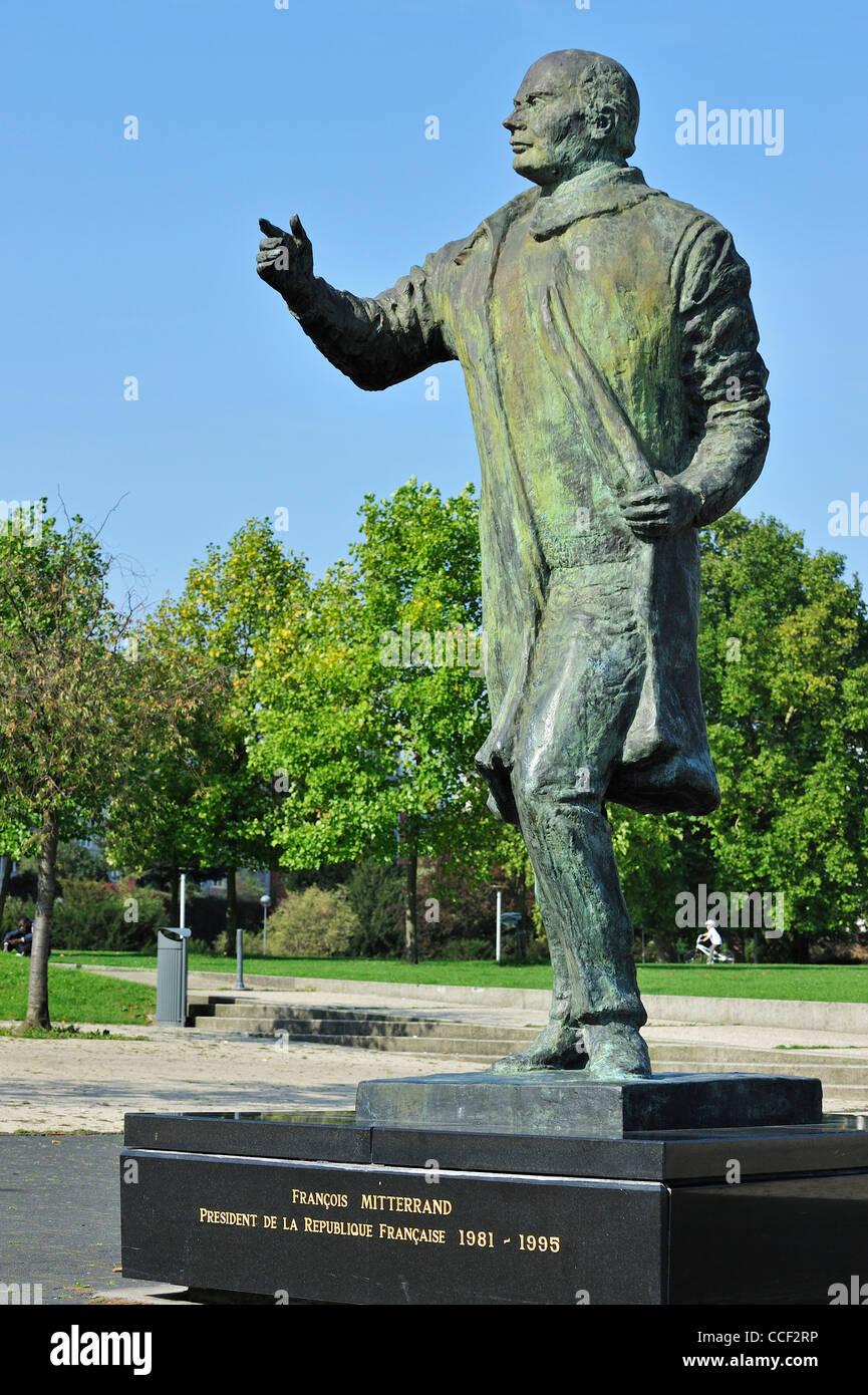 Estatua del presidente francés François Mitterrand en Lille, Francia Imagen De Stock