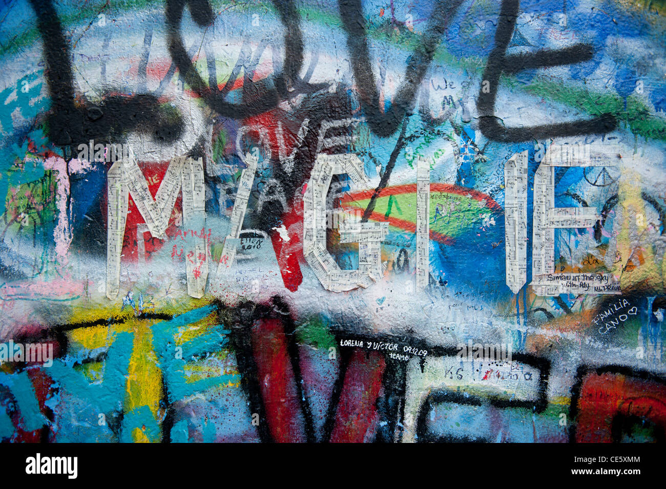 John Lennon homenaje en la pared de la Mala Strana parte de la ciudad vieja en Praga, República Checa Foto de stock