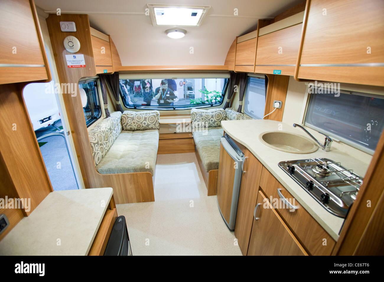 Una caravana interior en la caravana y motor home show en - Interior caravana ...