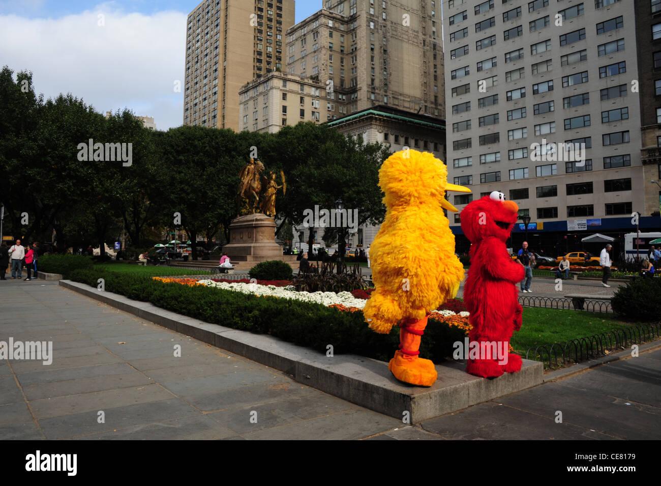 Dos artistas de la Calle Sésamo (Big Bird Elmo) esquina permanente flor-cama 206de332b9a