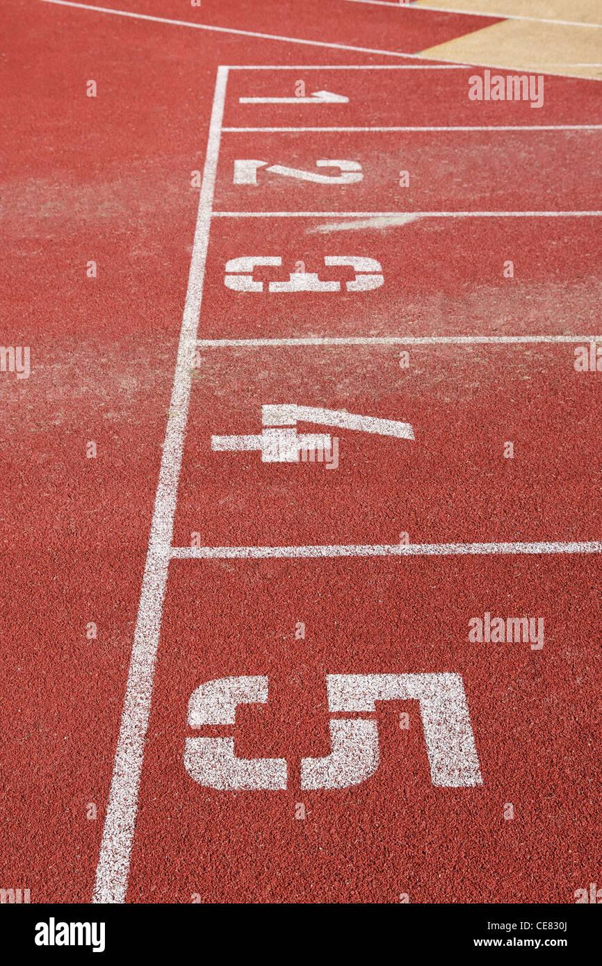 Pista de Atletismo líneas con números de arranque Imagen De Stock