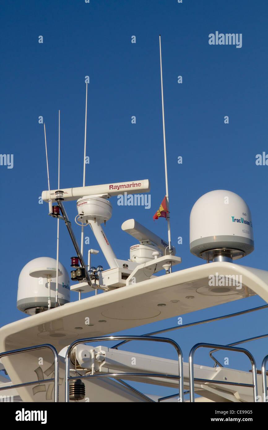 Patrulleras y Guardacostas - Página 9 Equipos-de-radar-y-equipos-de-seguridad-para-la-navegacion-montado-a-bordo-de-la-lancha-de-yates-de-lujo-ce99g5
