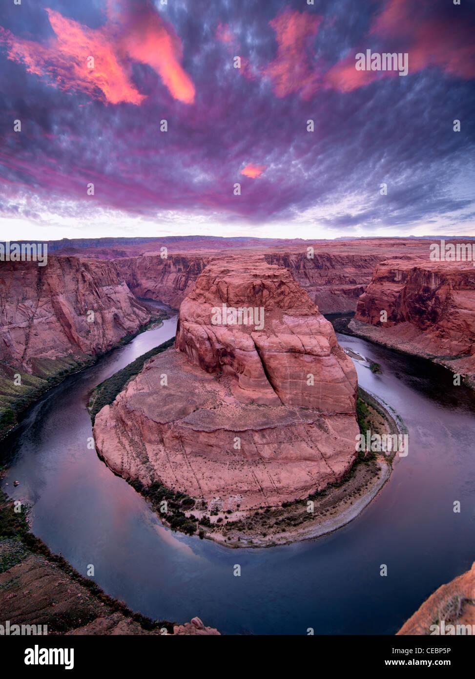 Atardecer en Horeshoe curva en el río Colorado. Arizona Imagen De Stock