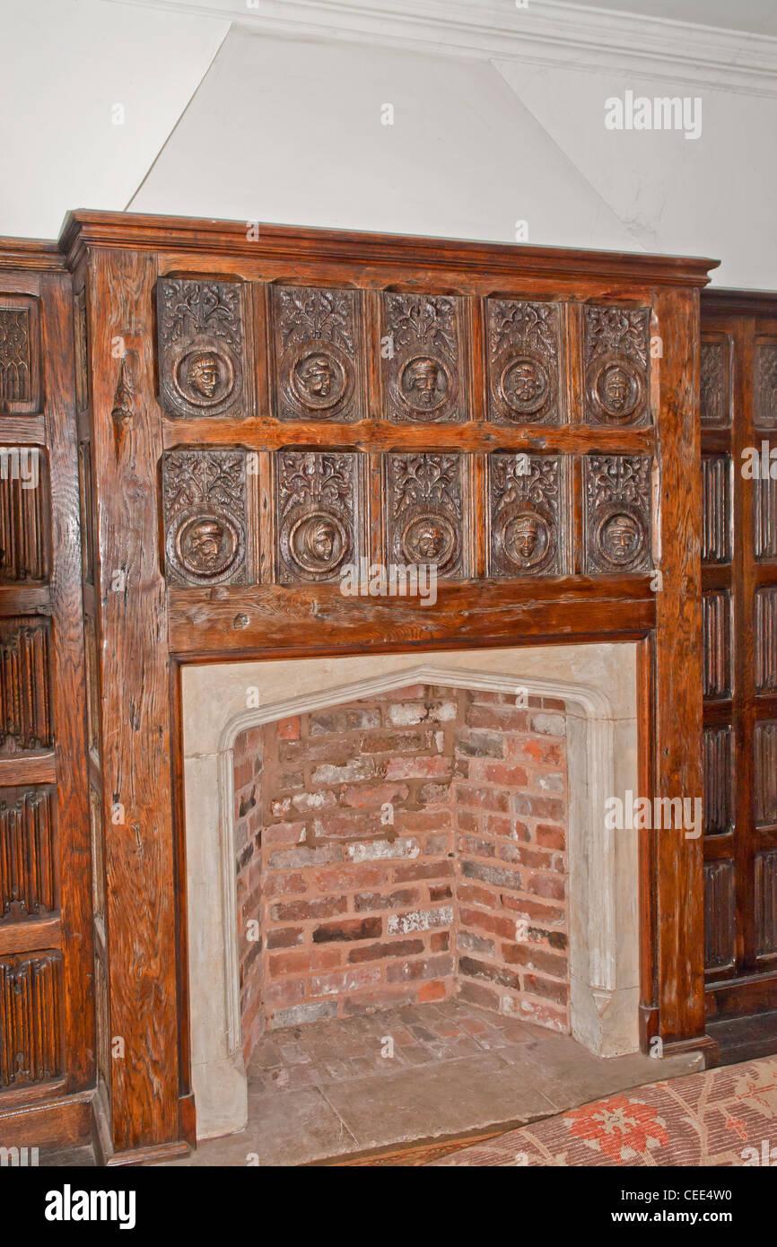 Chimenea en Castle Lodge, Ludlow, Shropshire. Un Tudor/medieval edificio Isabelino con una gran cantidad de finos Imagen De Stock