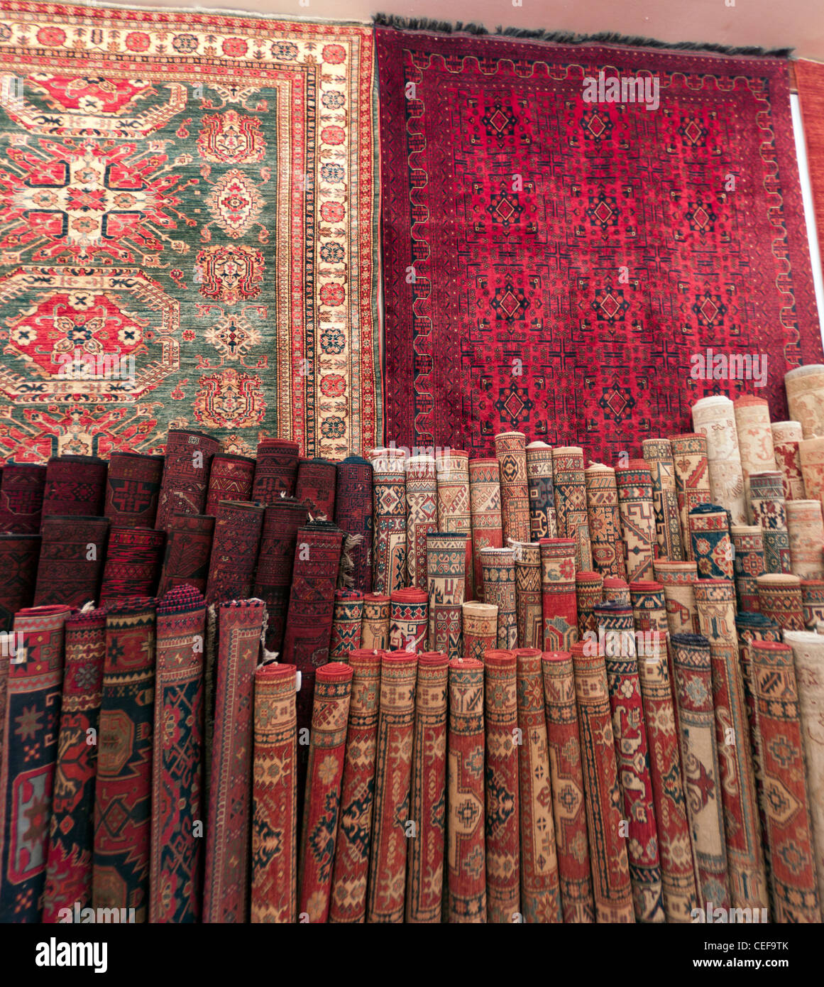 Alfombras Persas que se vende en una tienda de Riad Imagen De Stock