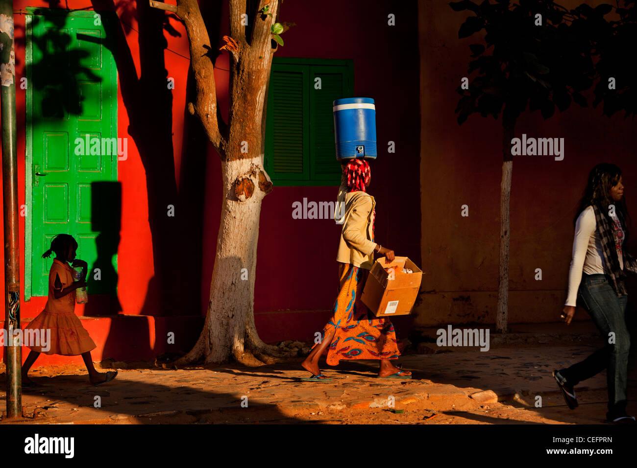 La isla de Gorée, Senegal. Gorée es tanto la más pequeña y la menos poblada de las 19 comunas Imagen De Stock