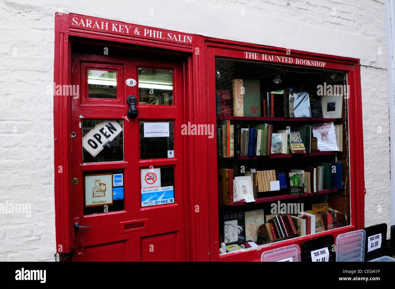 El Haunted Bookshop, St Edward's Passage, Cambridge, Inglaterra, Reino Unido. Imagen De Stock
