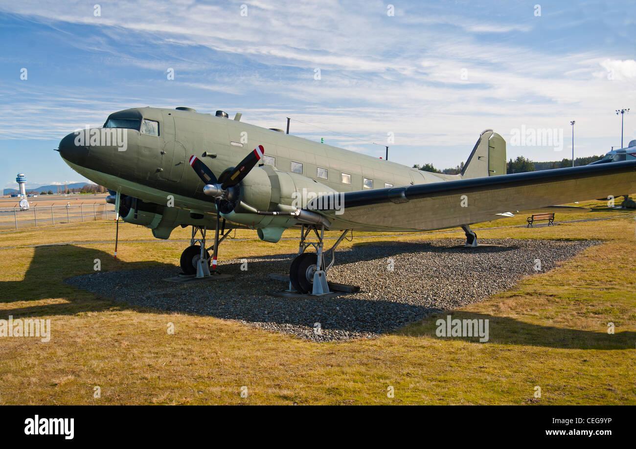 Douglas DC3 Dakota de la Real Fuerza Aérea canadiense, Museo de la Base Aérea de Comox. La Isla de Vancouver, BC. Foto de stock