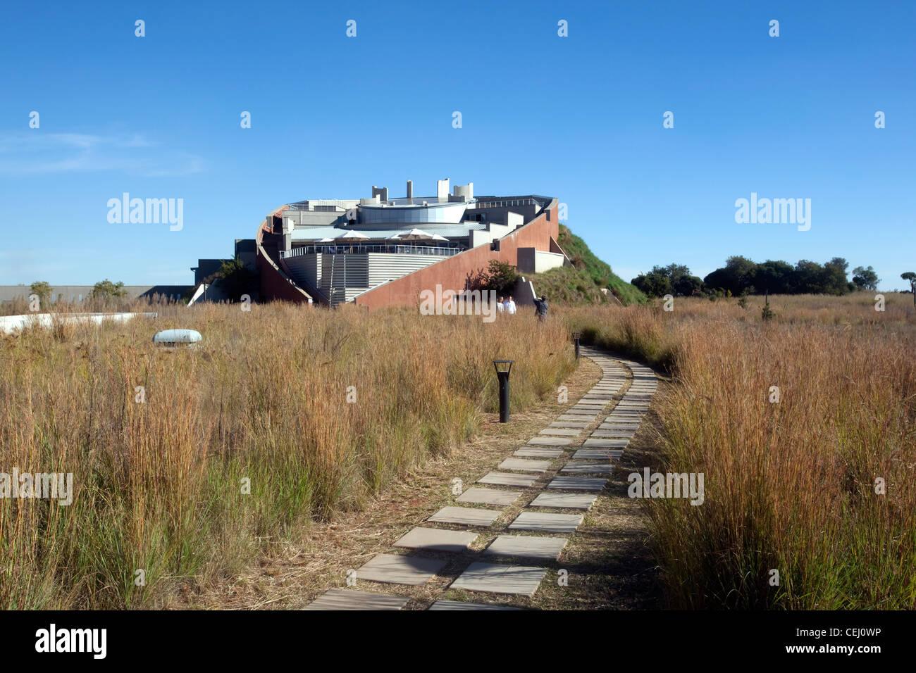 Maropeng, cuna de la humanidad, Johannesburgo, Gauteng. Imagen De Stock