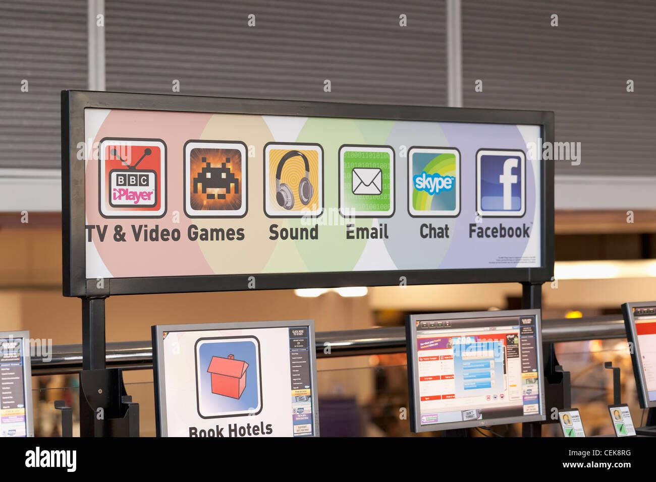 Acceso a internet Sala de estar firme en un aeropuerto del Reino Unido Imagen De Stock
