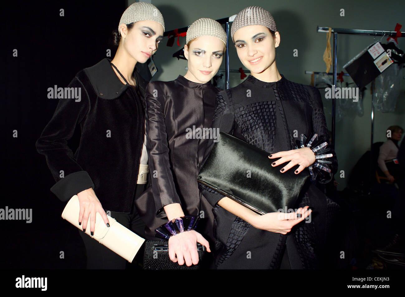 Armani Backstage Milán Otoño Invierno tres modelos vistiendo ...