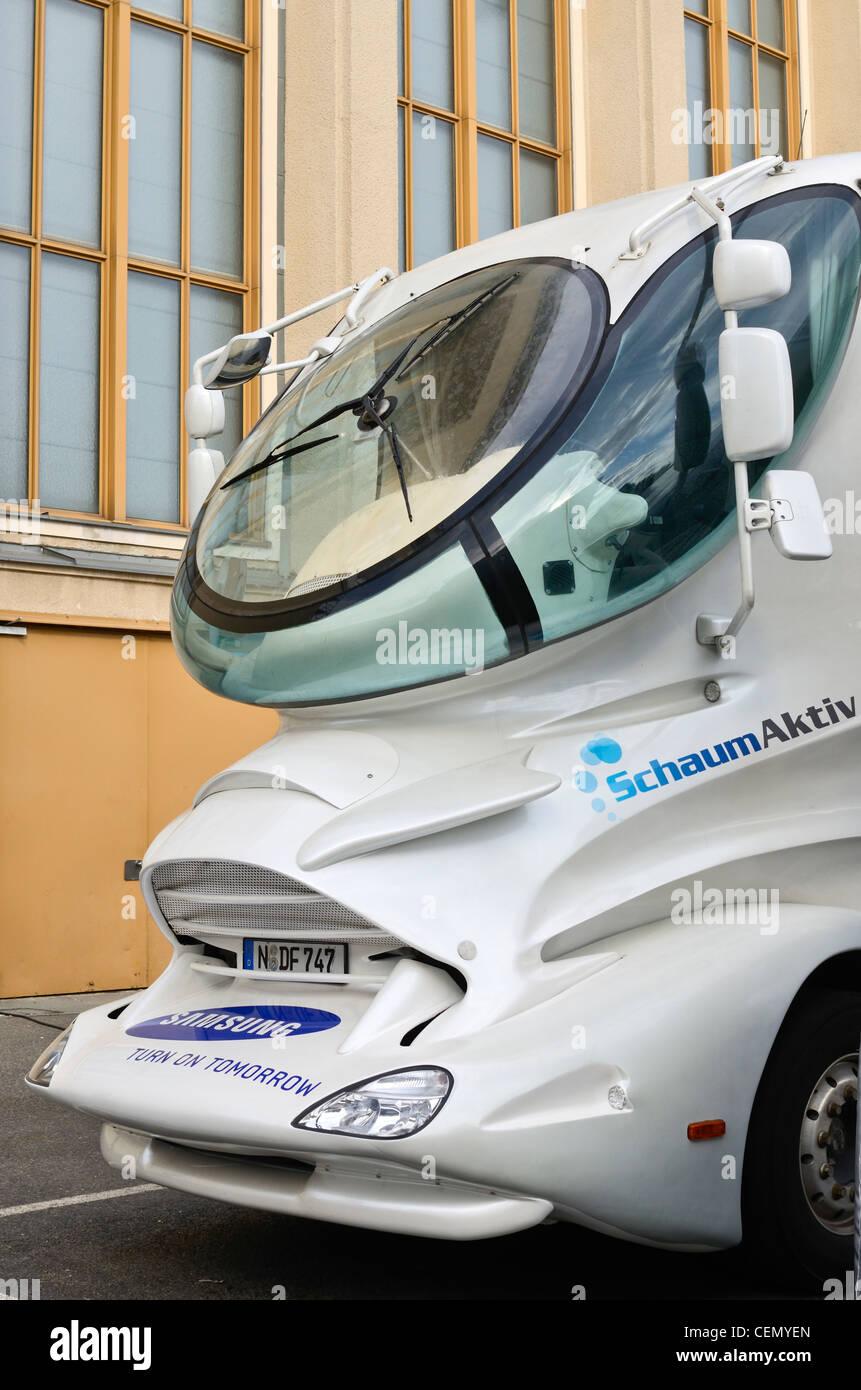 Parte delantera con la cabina de un camión diseñado por Luigi Colani. Imagen De Stock