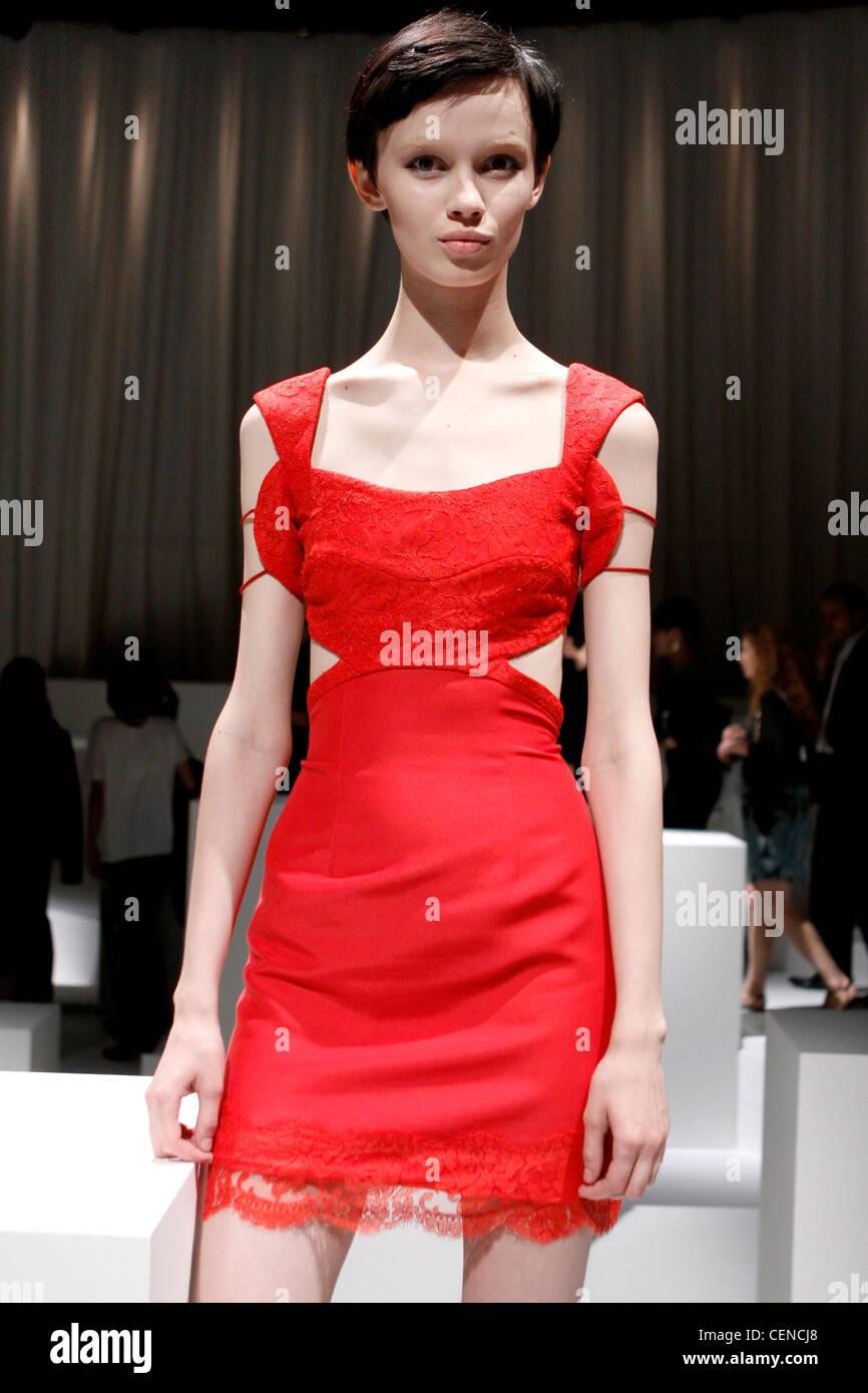 82923233c Versus Milan listo para vestir Primavera Verano Vestido corto rojo con  corpiño de encaje