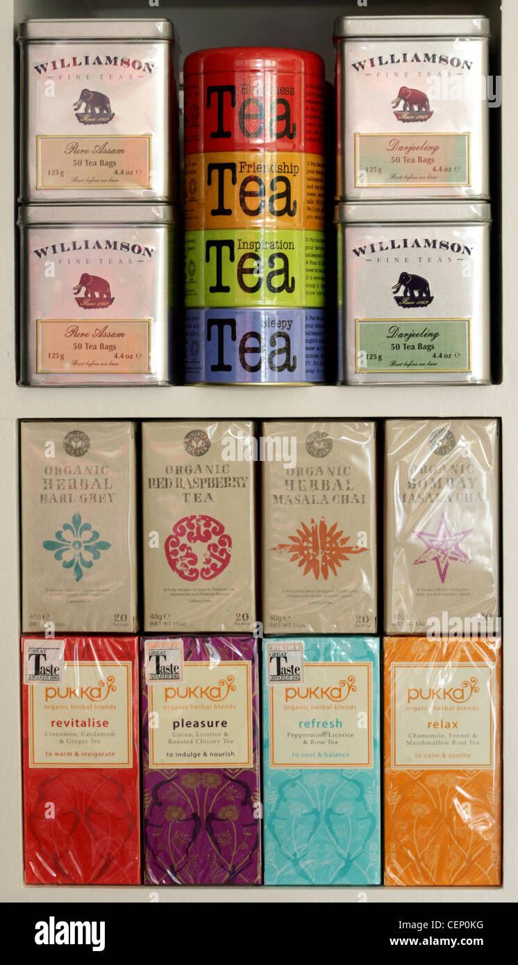 Una selección de latas de diferentes variedades de té 09b1c8c1e5dd
