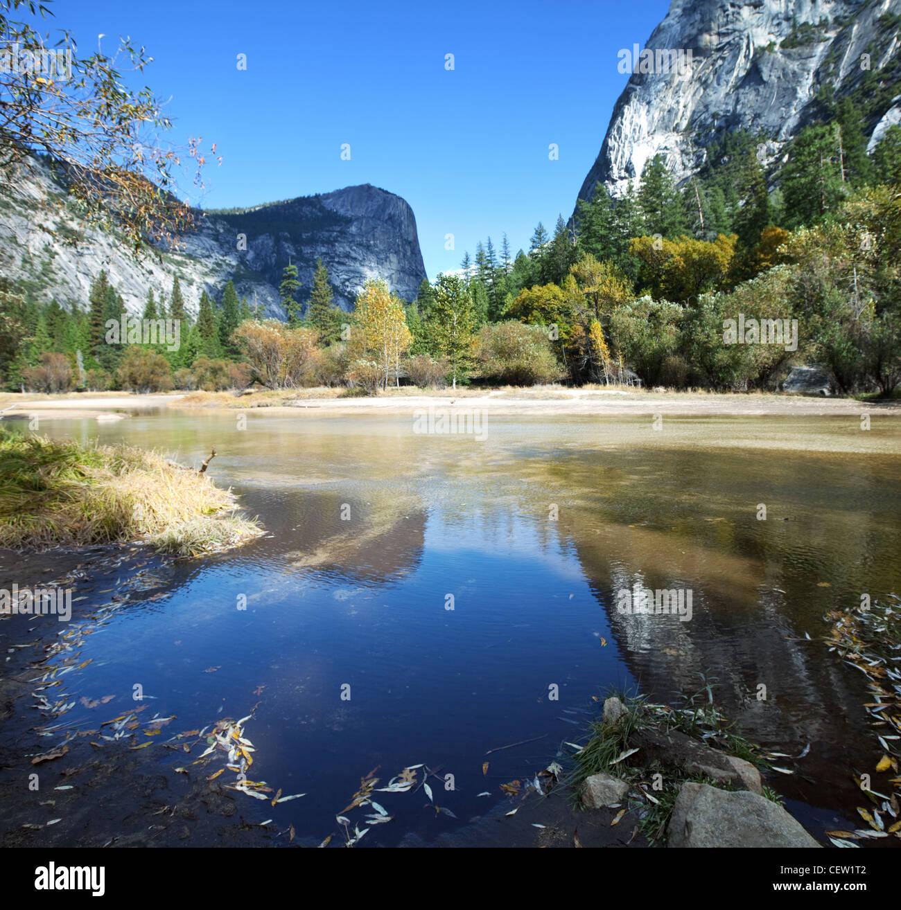 Lago Espejo en el Parque Nacional de Yosemite, EE. UU. Imagen De Stock