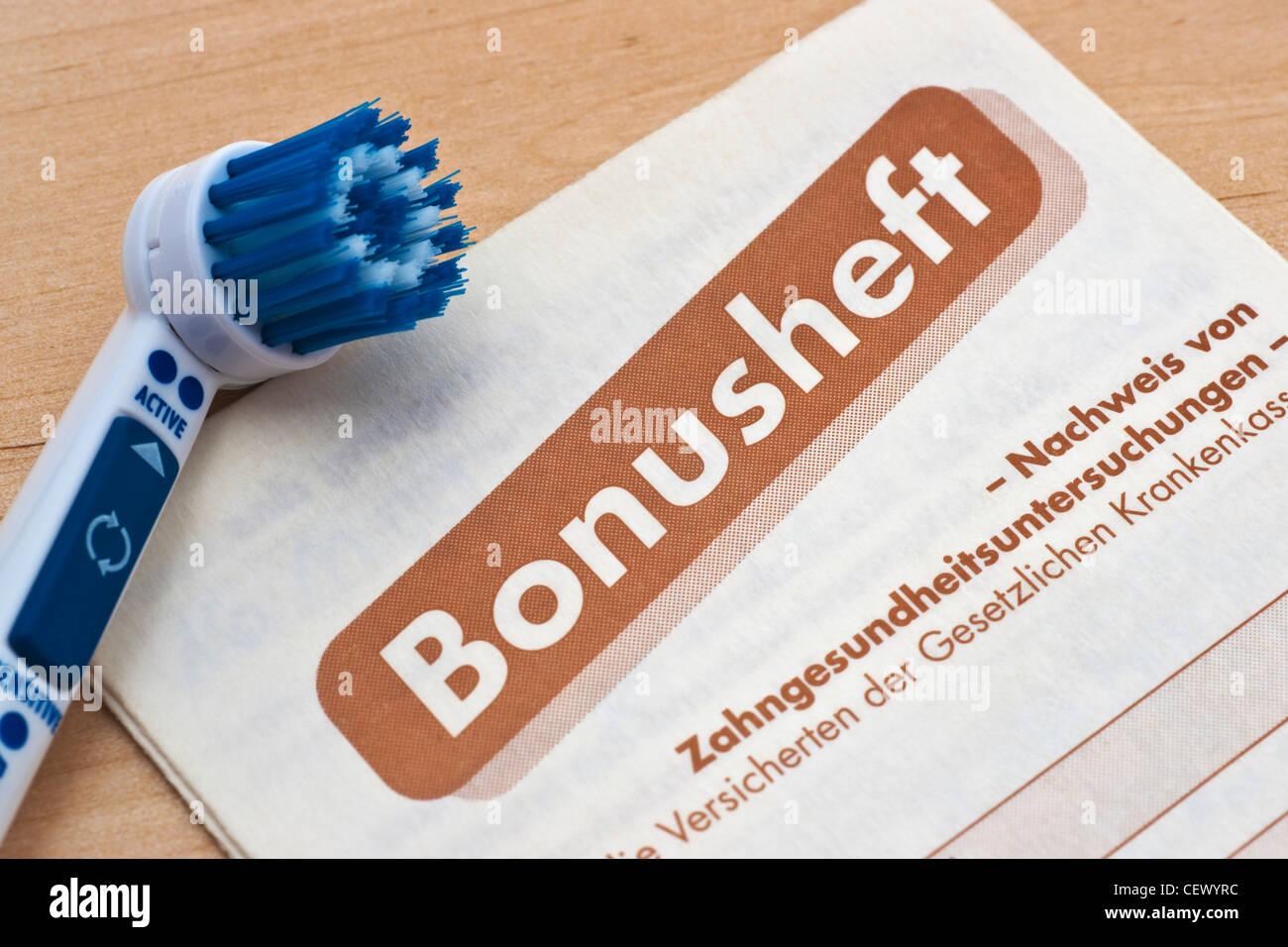 Foto detalle de un dentista folleto de bonificación, un cepillo de dientes junto con Foto de stock