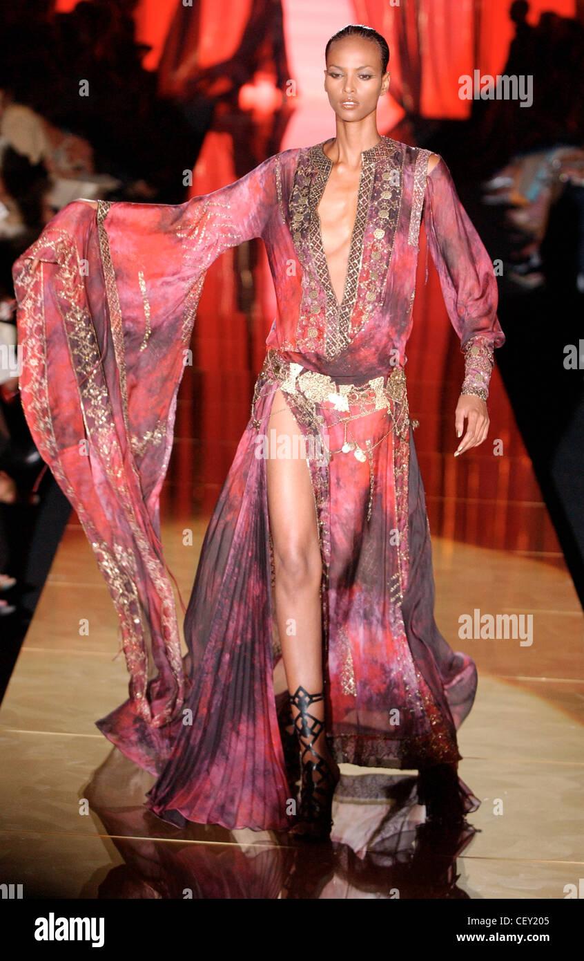 Elie Saab Alta Costura París otoño invierno Fashion show modelo ...