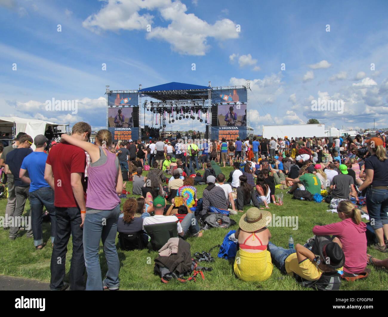 Una multitud se reúne en el Festival de Música de Sasquatch, en el estado de Washington, EE.UU. Imagen De Stock