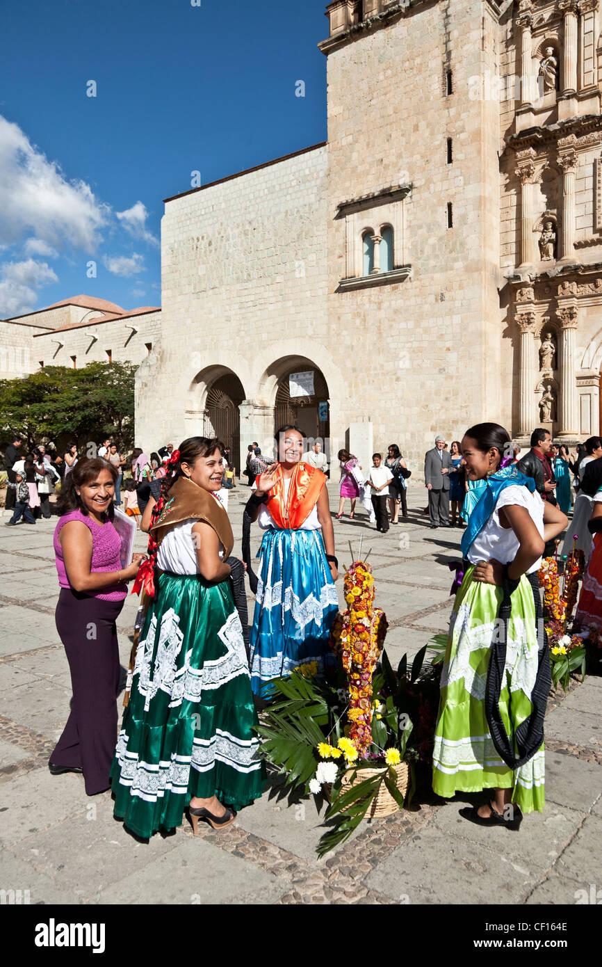 Tres Mujeres Indias Bailarines Indígenas Mexicanos En