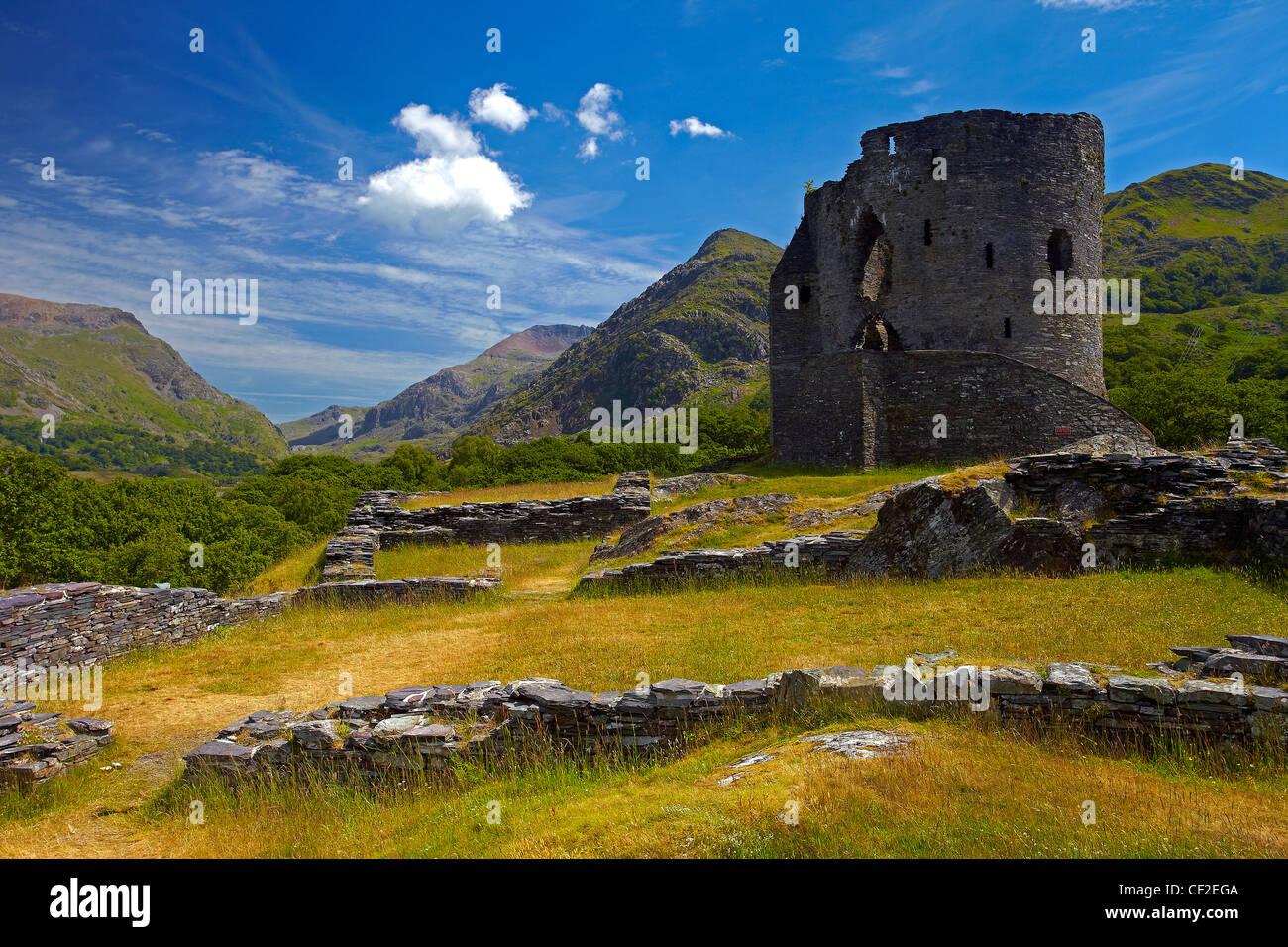 Dolbadarn Castle, un castillo del siglo XIII construido por Llywelyn ap Iorwerth (Llywelyn el Grande) para evitar Foto de stock