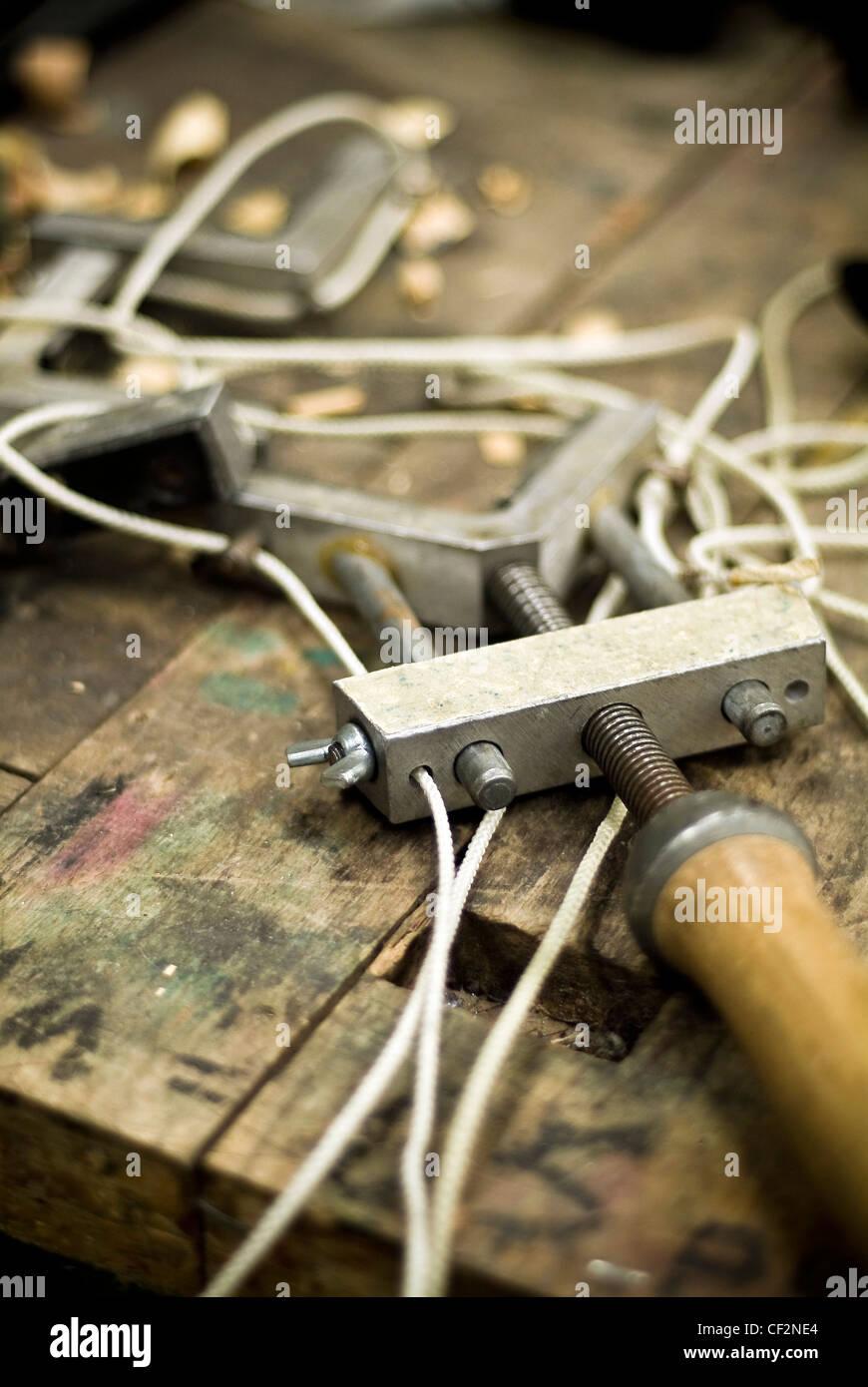 Encuadre de imagen herramientas sobre un banco de trabajo Foto ...
