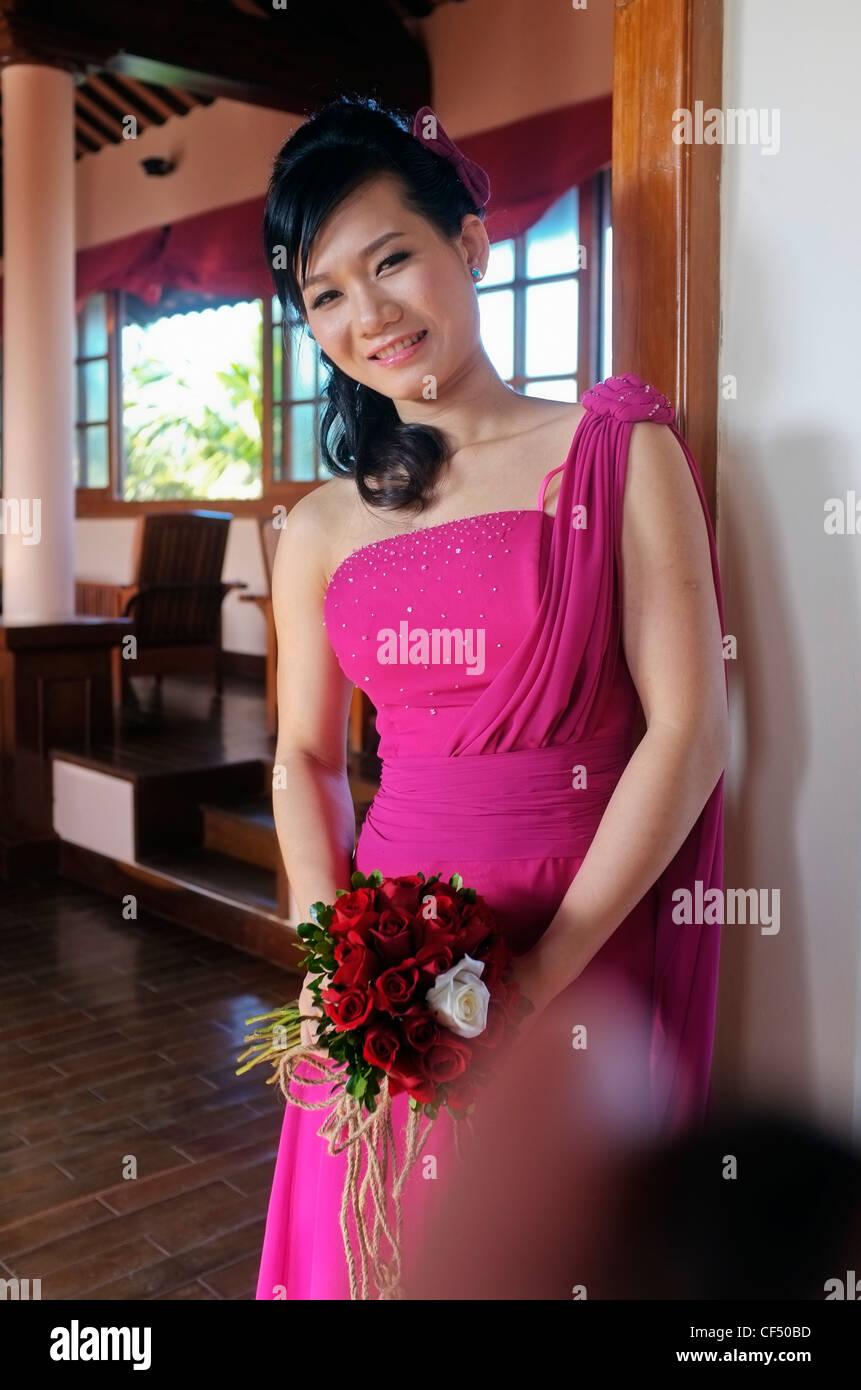 Increíble Vestido De Novia Tradicional Vietnamita Ilustración ...