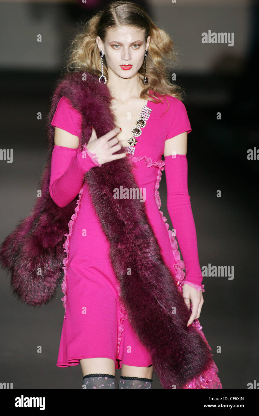 Fur Sleeves Imágenes De Stock & Fur Sleeves Fotos De Stock - Alamy